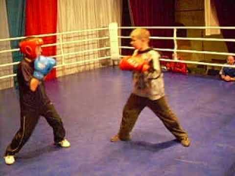 Бокс 2006 г  Кондрово Юрий Шмелев тренировка