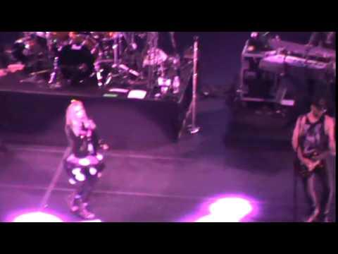 Avril Lavigne - Hello Kitty + Girlfriend (Live in Sao Paulo) 30.04.14