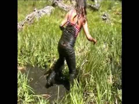 MessyModel: Weenchi stuck in sticky mud