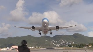 TUI Dreamliner Runway 28 take off SXM