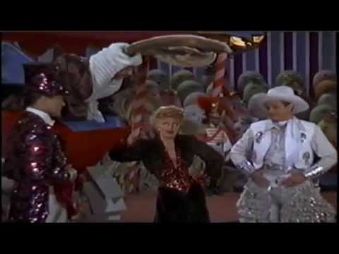 Ginger Rogers as Liza Elliott singing and dancing