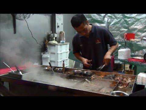 Hong Kong Street Food in Temple Street, Kowloon.