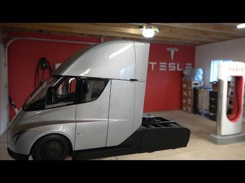First Tesla Semi Truck Diecast Model Gets Delivered: Unboxing
