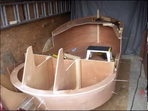 Mini tugboat build in the UK - YouTube