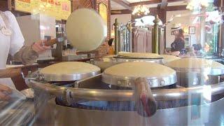 ディズニーランド、アドベンチャーランドにあるレストラン、「カフェ・...