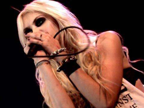 The Pretty Reckless - Seven Nation Army (Live In Argentina 2012)