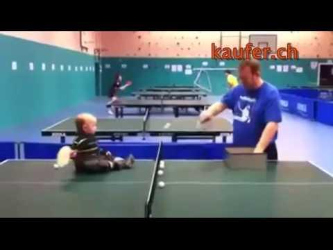 Baby spielt Tischtennis lustige baby videos youtube original
