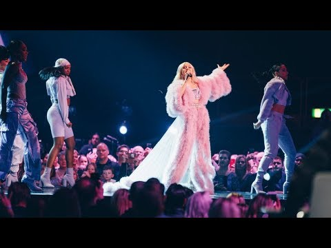 Zara Larsson sjunger Ruin My Life i finalen av Idol 2018 - Idol Sverige (TV4)