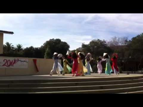 Mua non - Vietnamese Hat dancing