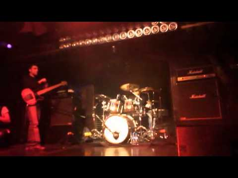 Vinnie Moore - The Maze (with drum solo) - Istanbul - 24/11/2011