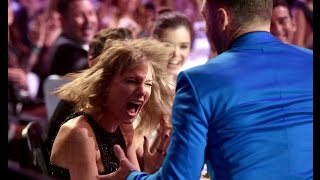 Justin Timberlake and Taylor Swift freaking out at the award show - iHeartRadio Music awards 2015