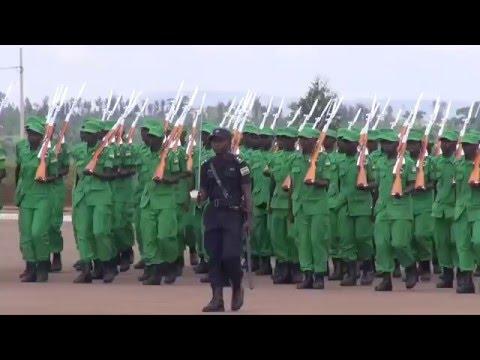 Rwanda : Plus de 400 citoyens dont 100 femmes formés pour lutter contre les malfaiteurs