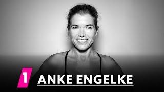 Anke Engelke im 1LIVE Fragenhagel | 1LIVE