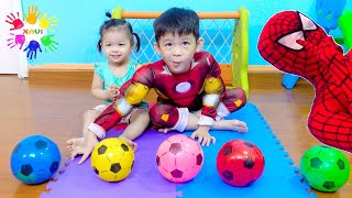 Learn colors soccer balls with baby Anna and Xavi - Spiderman is goal keeper