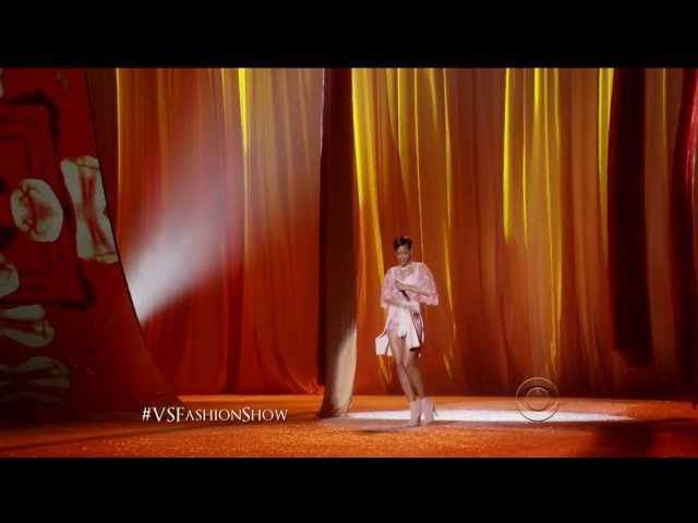 Rihanna - Fresh Out The Runway Victoria's Secret [1080P] [HD]