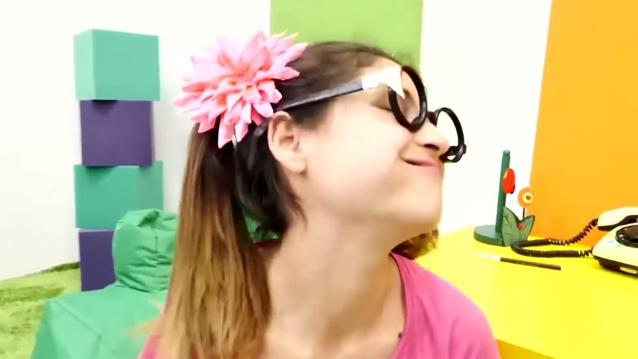 Komik video. Okutay Cicisu ile ödevlerini değiştiriyor! Kardeşler resim çiziyor!