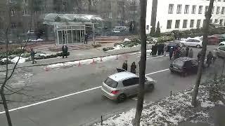 В Киеве митингующие перекрыли дорогу: произошли стычки с водителями