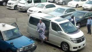 2009年7月18日(土)、名古屋場所(7日目)力士の場所入りの様子です...