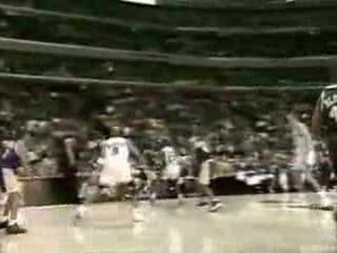 Sortie en 1982, c'est la 1ere chaussure de Basket ball à