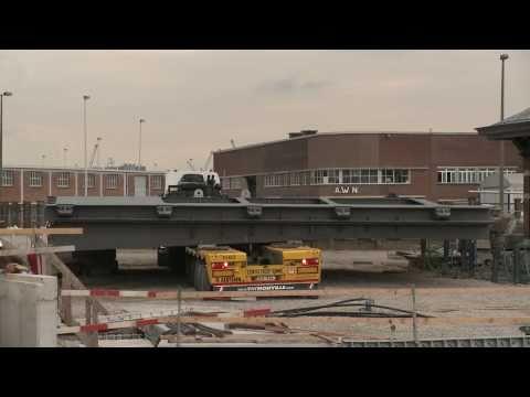 MAN Truck Aertssen Met Sluisdeur Op Faymonville Trailer
