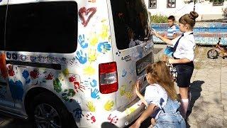 Дети разрисовали машину мэра!