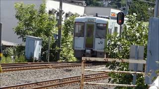 青い森鉄道の浅虫温泉駅を出発するキハ110系気動車