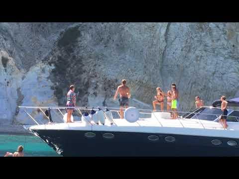 Passaggio perfetto di Francesco Totti da barca a barca