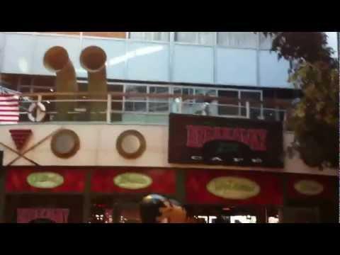Raar dansje in Plaza Rotterdam HD