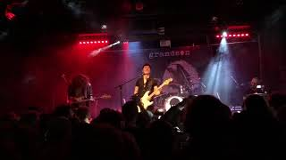 Des Rocs Performing Used to the Darkness