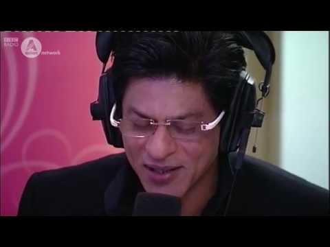 Shah Rukh Khan sings live