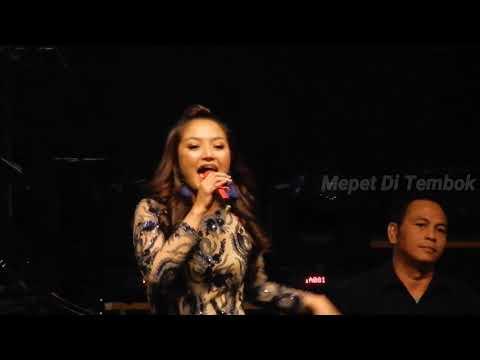 Siti Badriah - Goyang Dua Jari (Sandrina) Live at ICE BSD - PRI 2018