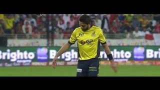 Injured..!! Peshawar Zalmi Shahid Afridi Injury by Karachi Kings in PSL | Desi Vine