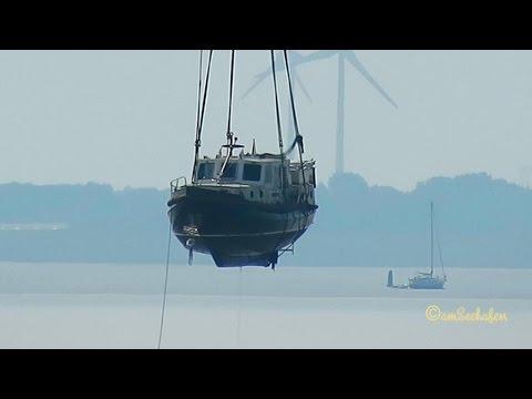 Emden damaged ship salvation heavy lift floating crane TRITON Havarist Bergung Schwimmkran