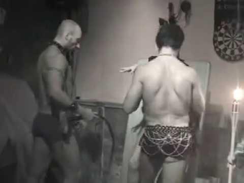 serata gay sadomaso.mpg - YouTube