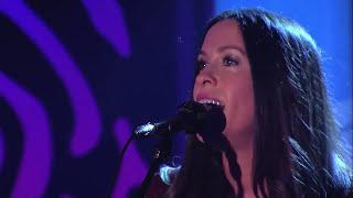 """Video Alanis Morissette  - """"Basket Case"""" live (cover Green Day) @ Jimmy Kimmel Live, 26/set/2012 download MP3, 3GP, MP4, WEBM, AVI, FLV Juli 2018"""