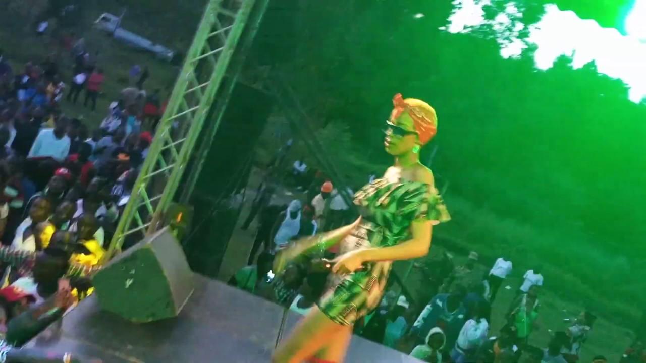 Download Nina Roz  performs  Anainama.