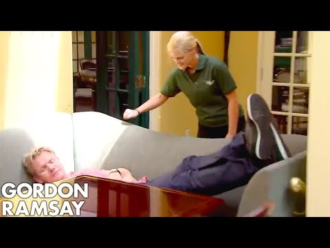 Download Youtube: Gordon Ramsay Forced to Wait Over an Hour for RAW Fish! | Hotel Hell