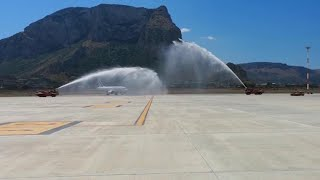 Palermo, l'arco d'acqua in pista per il ritorno di Air France