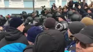 Правоохранители задействовали газ против сторонников Саакашвили