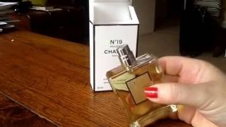 Chanel No 19 poudre - Fragrance Friday