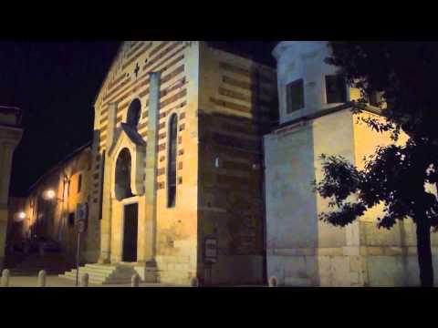 Verona by night chiesa di S. Stefano lungo Adige e Ponte Pietra - videomix