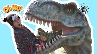 Maya walk in the Dinosaur park & Museum of Illusions -  كتلة في فم الديناصورات