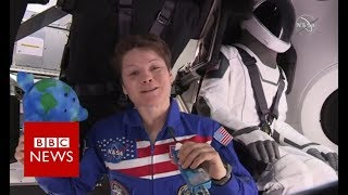 Inside the SpaceX Dragon capsule - BBC News