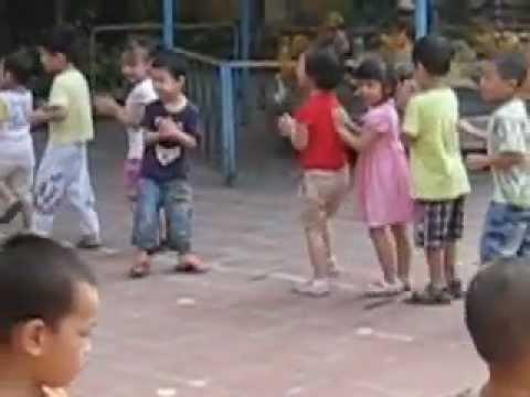 Tập thể dục buổi sáng ở trường mầm non Tương Mai - Phương Vy