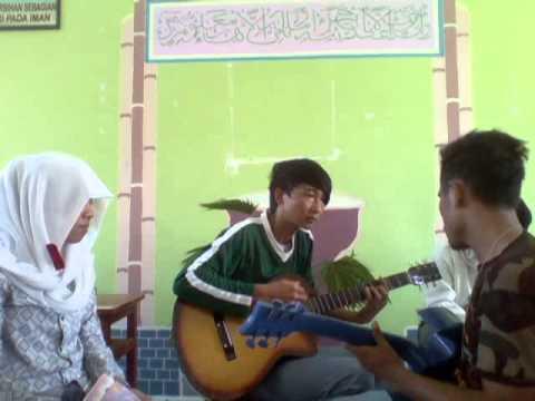 anak SMA MALUKU UTARA Pintar nyanyi sambil main gitar 1