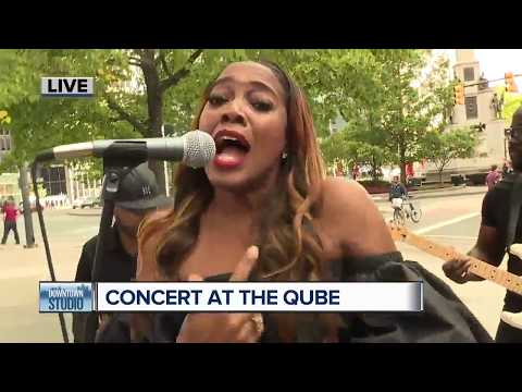 Concert at the Qube with Beth
