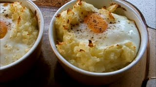 Картофельное пюре с яичницей / Purée de pommes de terre aux oeufs .wmv