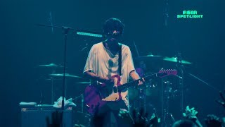 Japanese rock band [ALEXANDROS] give a rousing performance of 'Mosq...