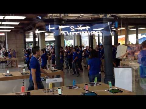 Bailes en la Apple Store de la Puerta del Sol
