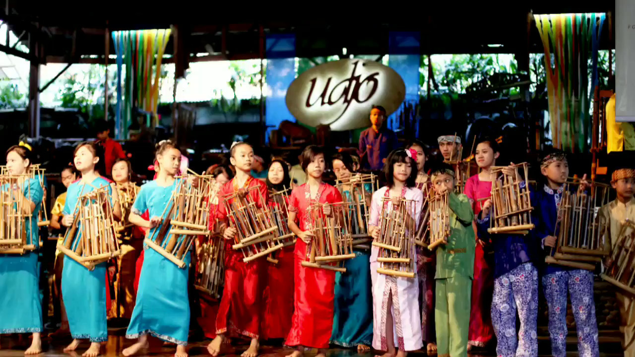 """Saung Udjo """"Nyaris"""" Bangkrut Permanen, Ratusan Seniman Di rumahkan"""